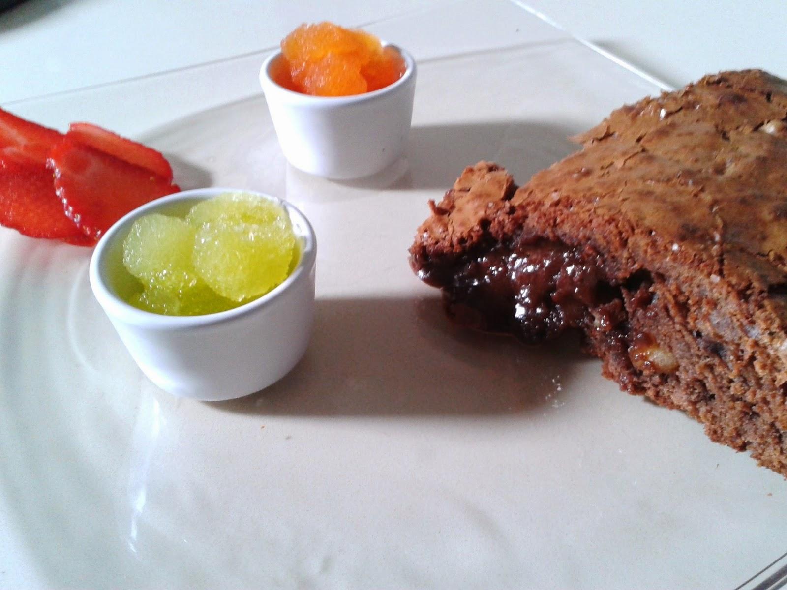 Porción de tarta brownie
