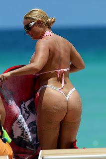 Coco Flaunts Wallpaper, Coco Flaunts Bikini