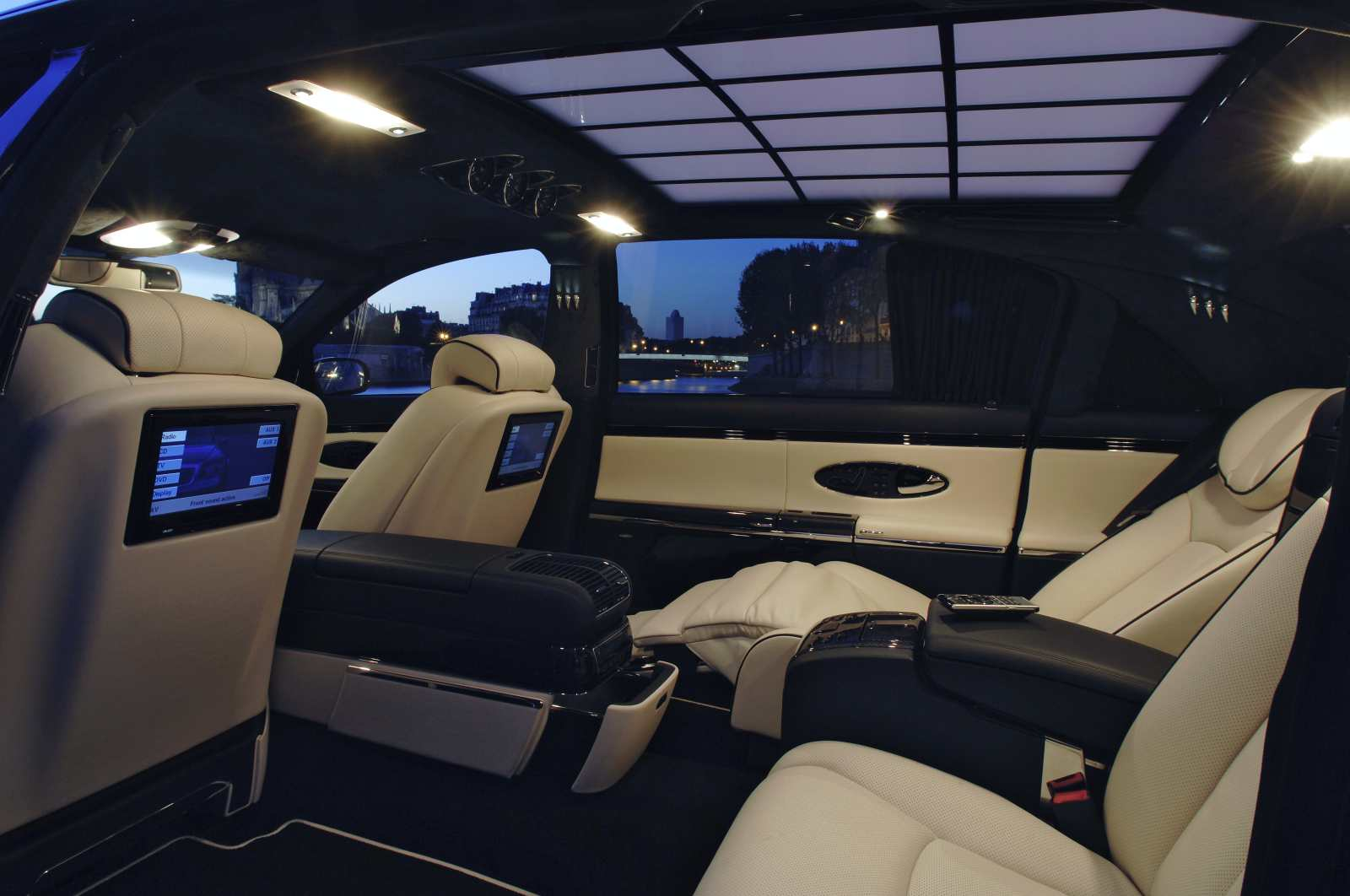 Mercedes maybach interior pictures cars n bikes for Auto interieur bekleden prijs