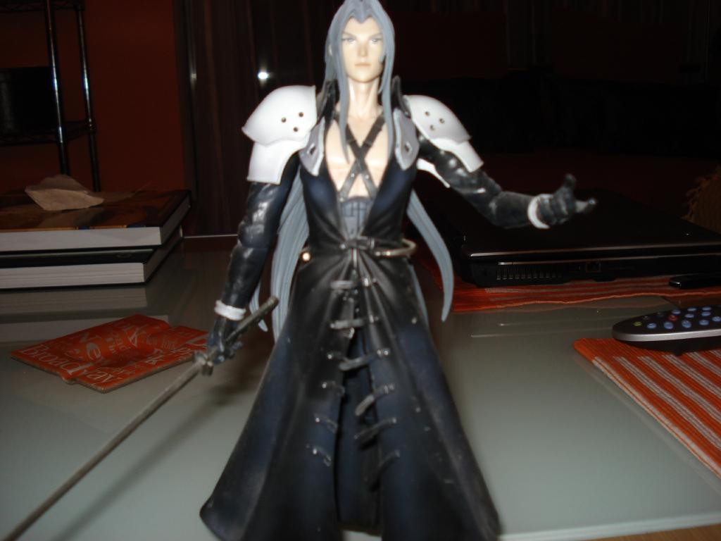 Wallpapers, Clip Art, and Images: Sephiroth Action Figure ...