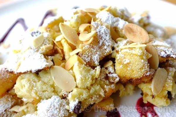 German Apple Sour Cream Coffee Cake
