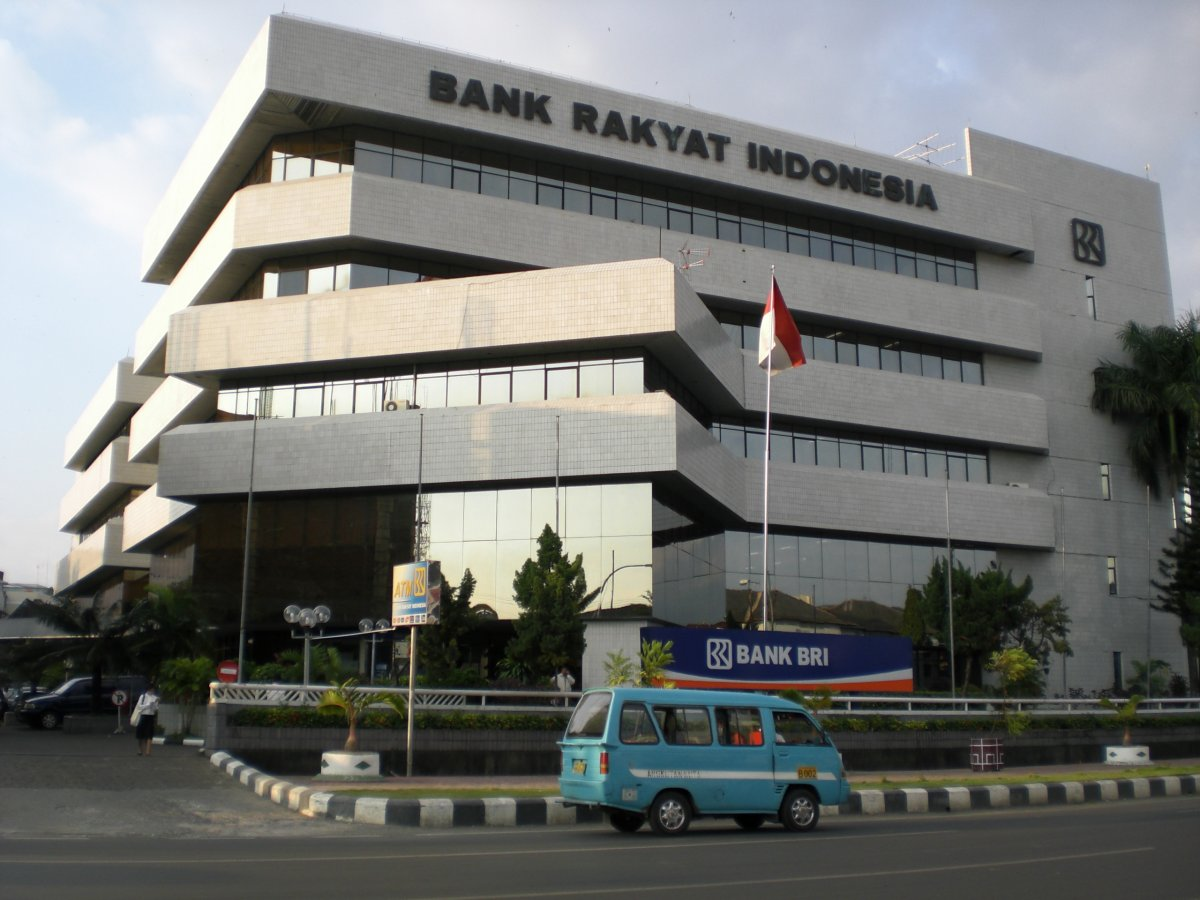 Lowongan Kerja Terbaru Bank Rakyat Indonesia (BRI) Mei 2013 Sebagai Customer Service