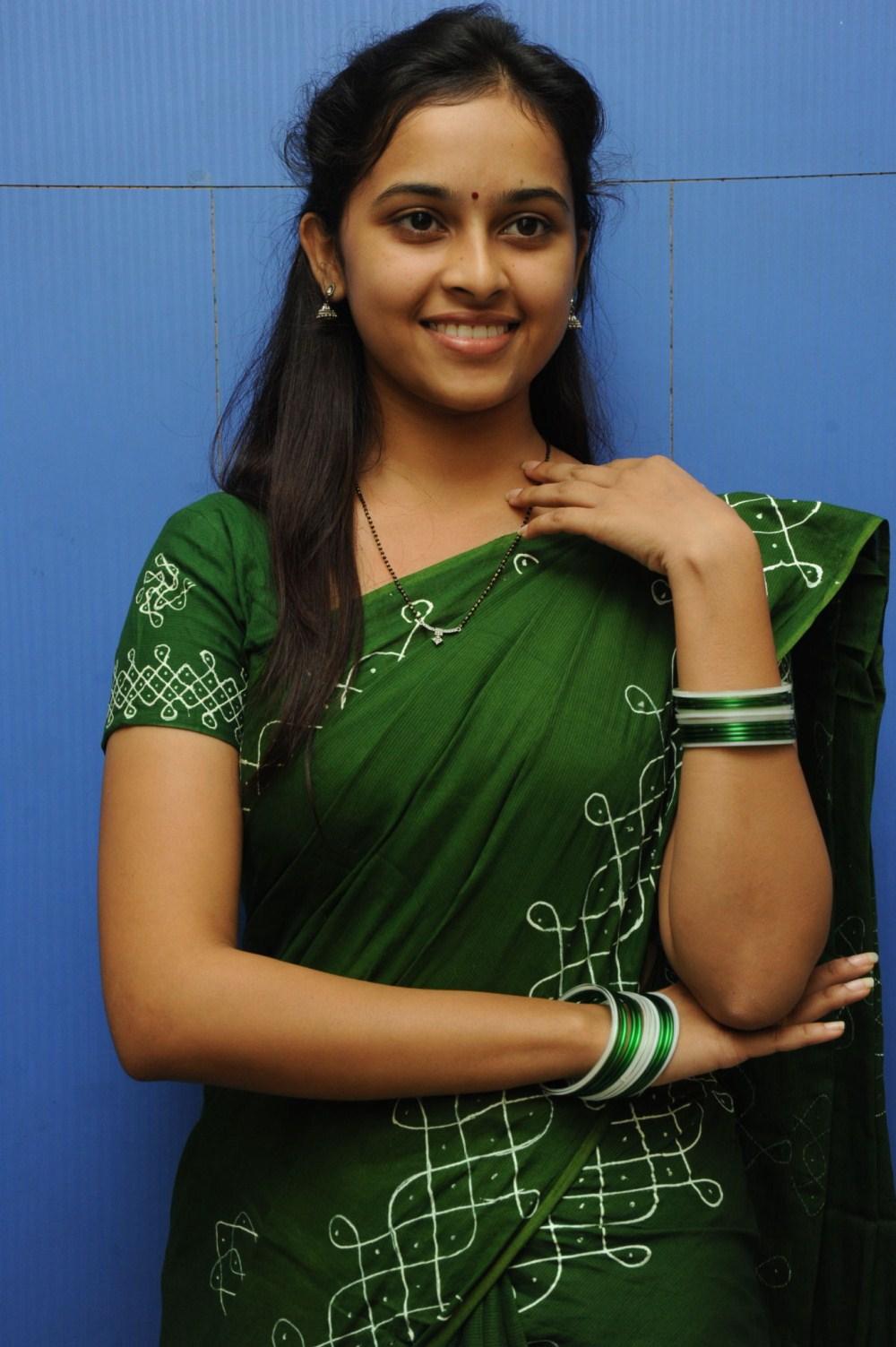 Sree Divya Saree Photos Geetha Hot Images