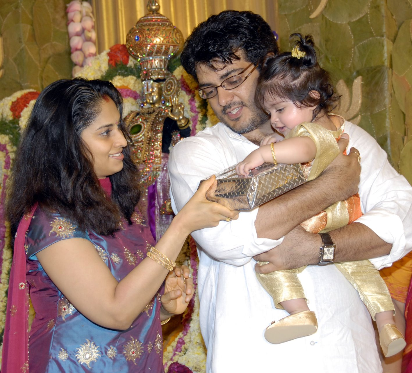 Ajith Shalini Daughter Anoushka Photos