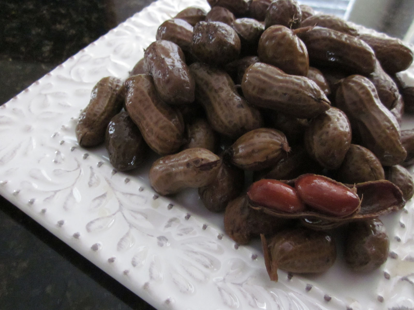 Creatively Domestic: Slow Cooker Boiled Peanuts
