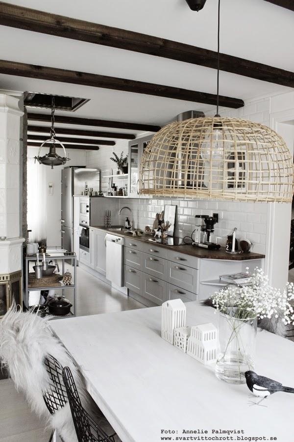industriellt kök, köksbilder, skata, handsnidade fåglar, inredningsblogg, blogg, webbutik, webbutiker, trådstolar, stålstol, jotex stolar, vitt, svart och vitt, svartvita detaljer, inredning, annelies design & interior