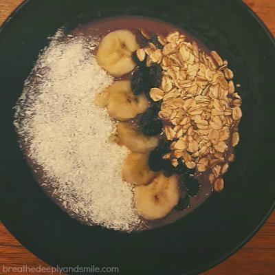 designer-protein-acai-smoothie-bowl1