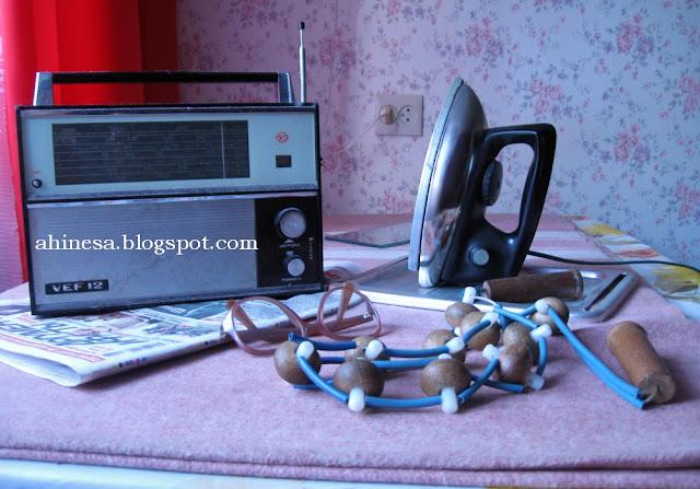 советский натюрморт, радиоприемник советский, советский утюг, массажер