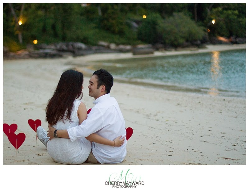 couple on the beach with hearts at dusk, photos on the beach, sunset, dusk , koh samui engagement, beautiful fun engagement photos, Thailand engagement, hearts on the beach