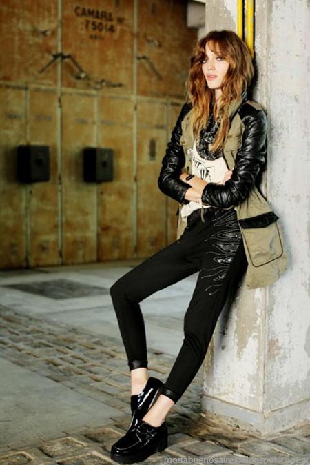 Camperas con recortes de cuero como una costante en la nueva colección de moda Tucci otoño invierno 2014.