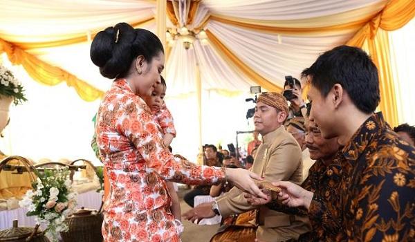 Prosesi Dodol Dawet - Adat Jawa