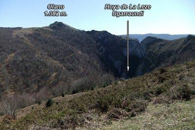 Cara norte de Olano seguido del cresterío. Abajo está La Hoya de La Leze