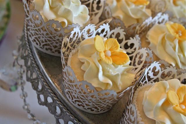 cupcakes wrappers branco decoração