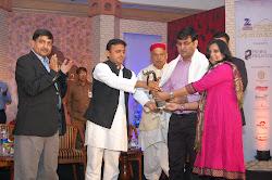 न्यू मीडिया ब्लागिंग हेतु उ.प्र. के मुख्यमंत्री द्वारा 'अवध सम्मान'.