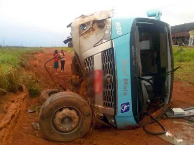 Acidente aconteceu na região de Luís Eduardo Magalhães (Foto: Edivaldo Braga / Blog do Braga)