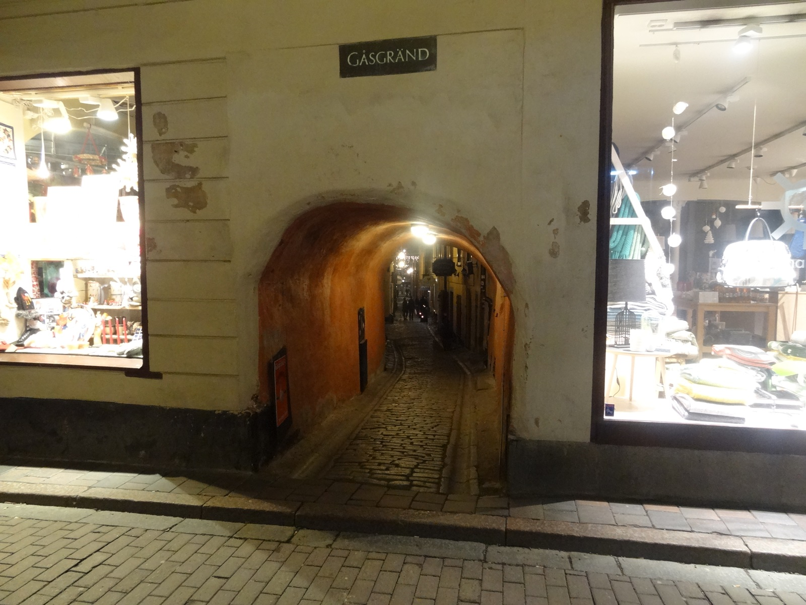 10 waska i niska uliczka w sztokholmie