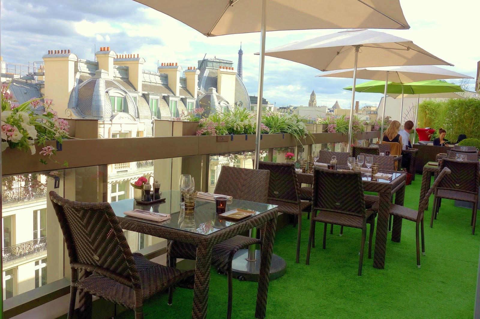 Mes adresses la r sidence d 39 t du restaurant w la terrasse penthouse de l 39 h tel warwick - Restaurant en terrasse paris ...