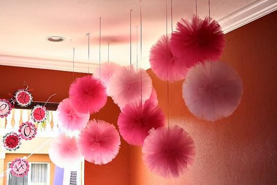 Pompones de tul para tu boda blog de bodas originales - Decoracion con pompones ...