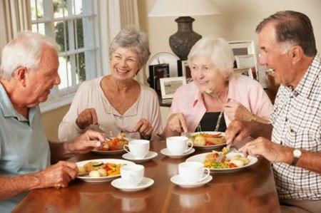 Dinh dưỡng cho người cao tuổi vào mùa hè