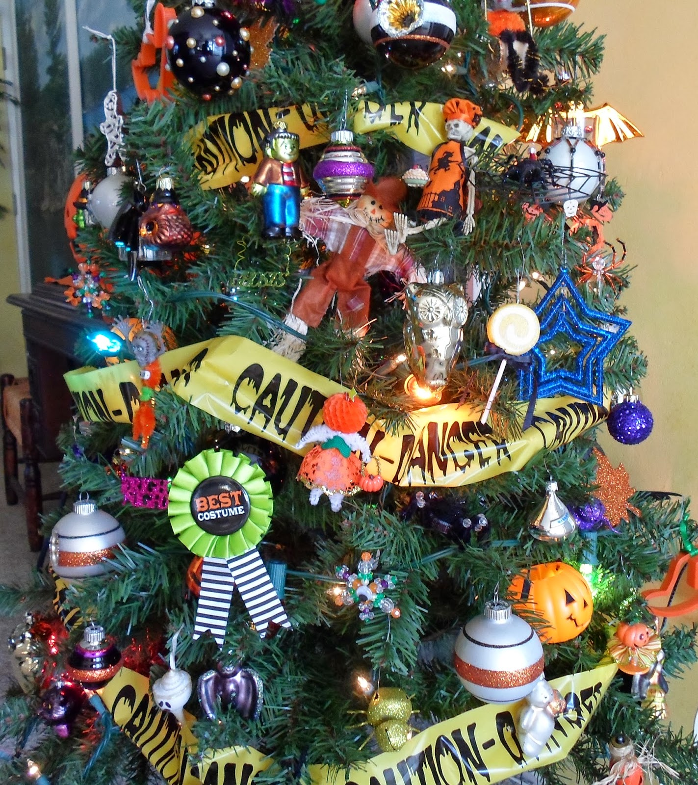 Halloween tree ornaments - The Easiest Way To Start Gathering Them Is While Christmas Ornaments Are Out Just Imagine What Would Work For Halloween The Solid Black Balls