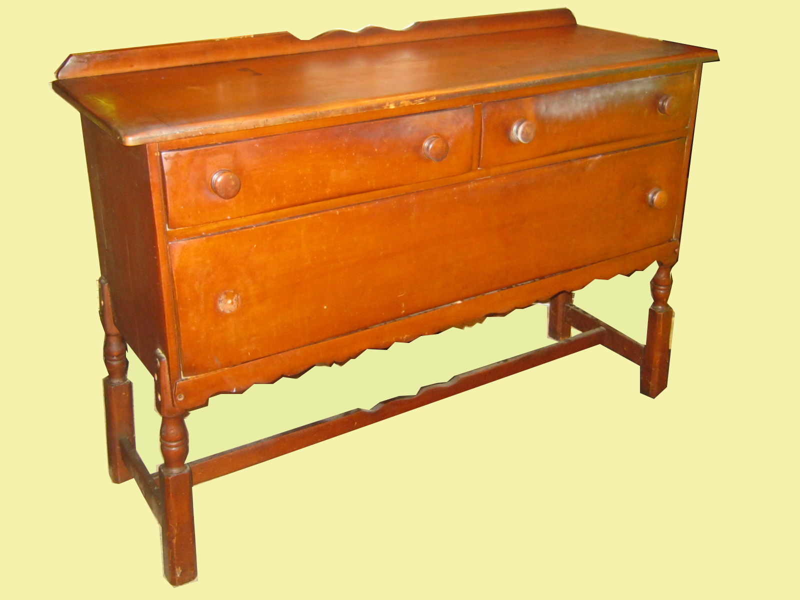 uhuru furniture collectibles country maple buffet sold. Black Bedroom Furniture Sets. Home Design Ideas