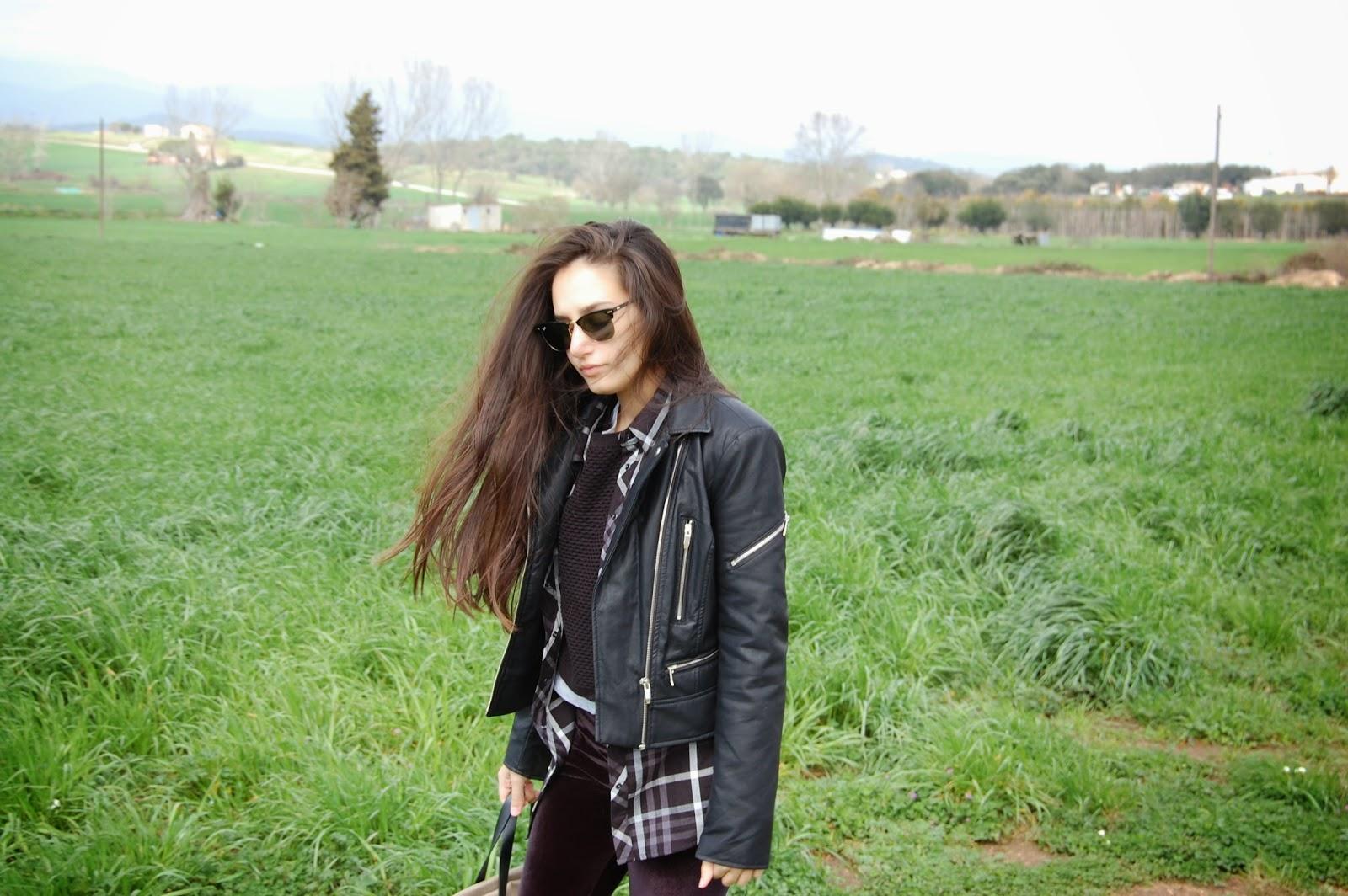 vans verdes, leggings terciopelo calzedonia, bolso bimba&lola, gafas ray-ban clubmaster, cazadora negra, camisa cuadros negra