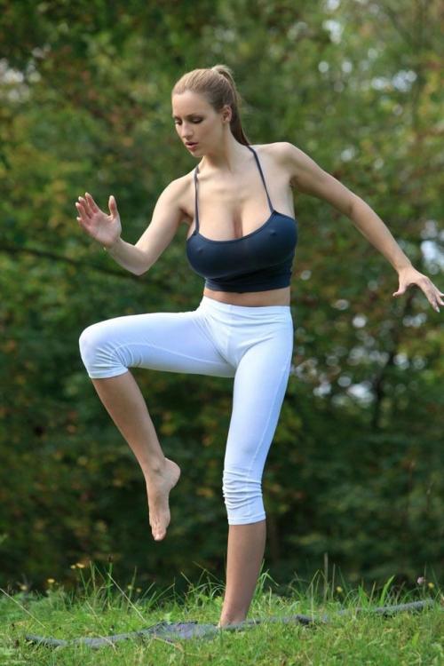 1320939474 jordan carver 09 Um boa Meditação (12 Fotos)