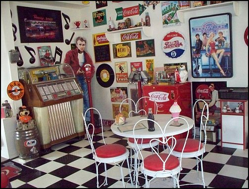 Decorating theme bedrooms maries manor retro for 50s diner style kitchen
