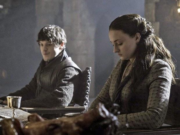 """Os atores Iwan Rheon e Sophie Turner em cena de 'Game of Thrones"""" (Foto: Divulgação)"""