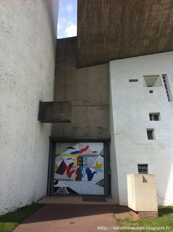 Ronchamp - Chapelle Notre Dame du Haut  Architecte: Le Corbusier, André Maisonnier (architecte assistant)  Construction: 1950 à 1955