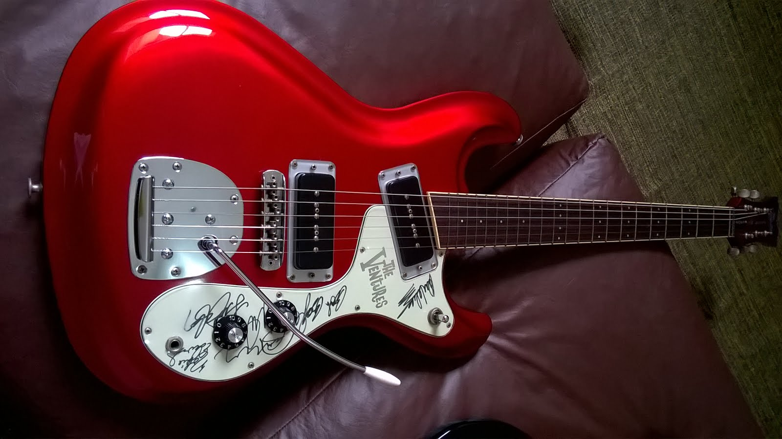 "Aria - 2001 - Model VM-02 - ""The Ventures 40Th Anniversary"" - Candy Apple Red - autographed"