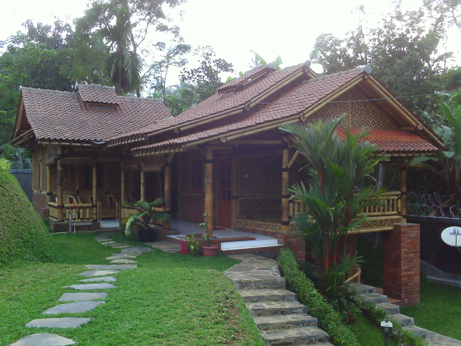 green arsitektur dengan rumah bambu - bangun artha sarana insan