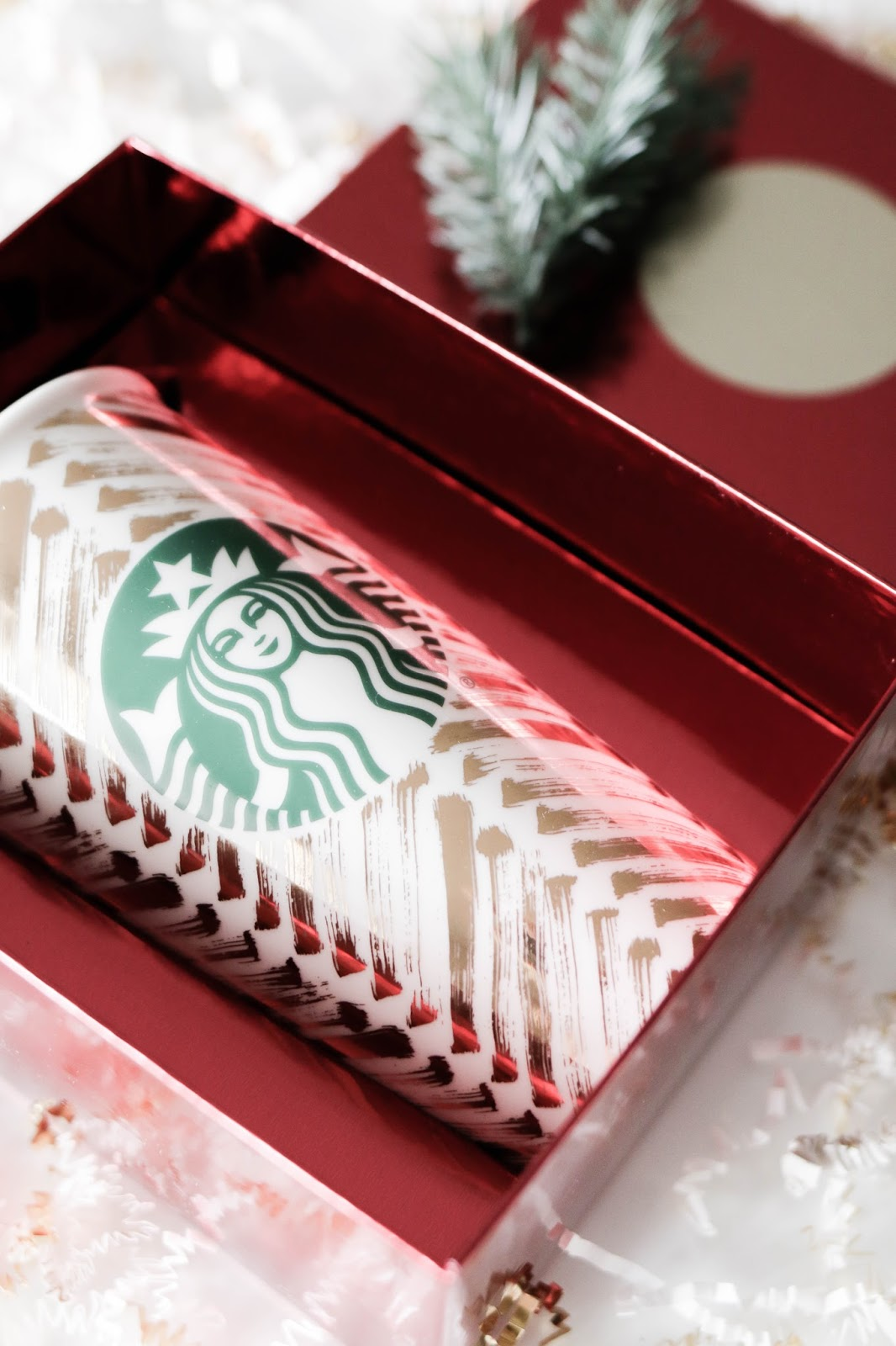 easy, last minute, gifts, gift ideas, starbucks, holidays, coffee, coffee lovers, gold mug, travel mug, starbucks ornament, thank you cards, stationary, holiday blend, hot cocoa, instant, latte, blog, lifestyle, fashion, blogger, dc