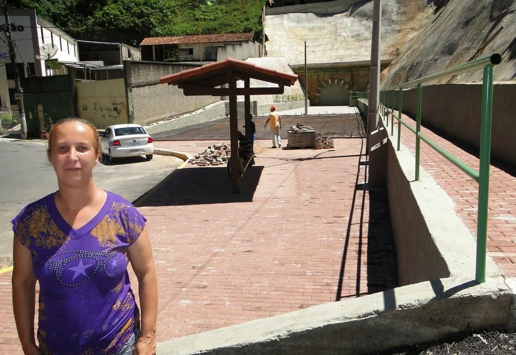 Rosana dos Santos, há 30 anos moradora da em frente a pracinha da Beira Linha