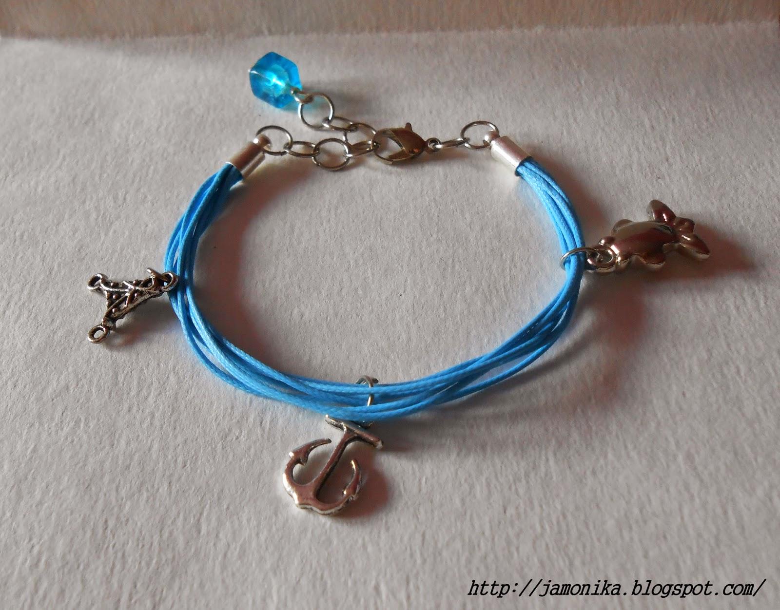 Niebieska bransoletka z zawieszkami