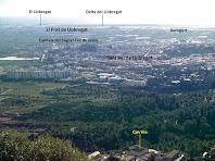 Vistes cap a migdia amb Sant Boi, el Prat, l'aeroport i el Delta del Llobregat, des del mirador de l'extrem sud del Montpedrós