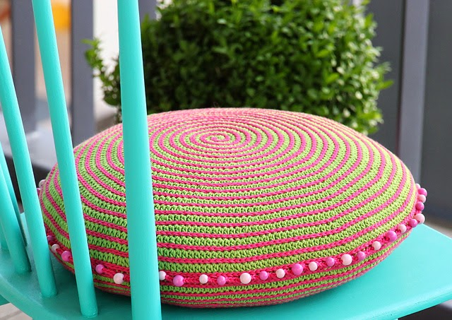free crochet pattern round spiral pillow