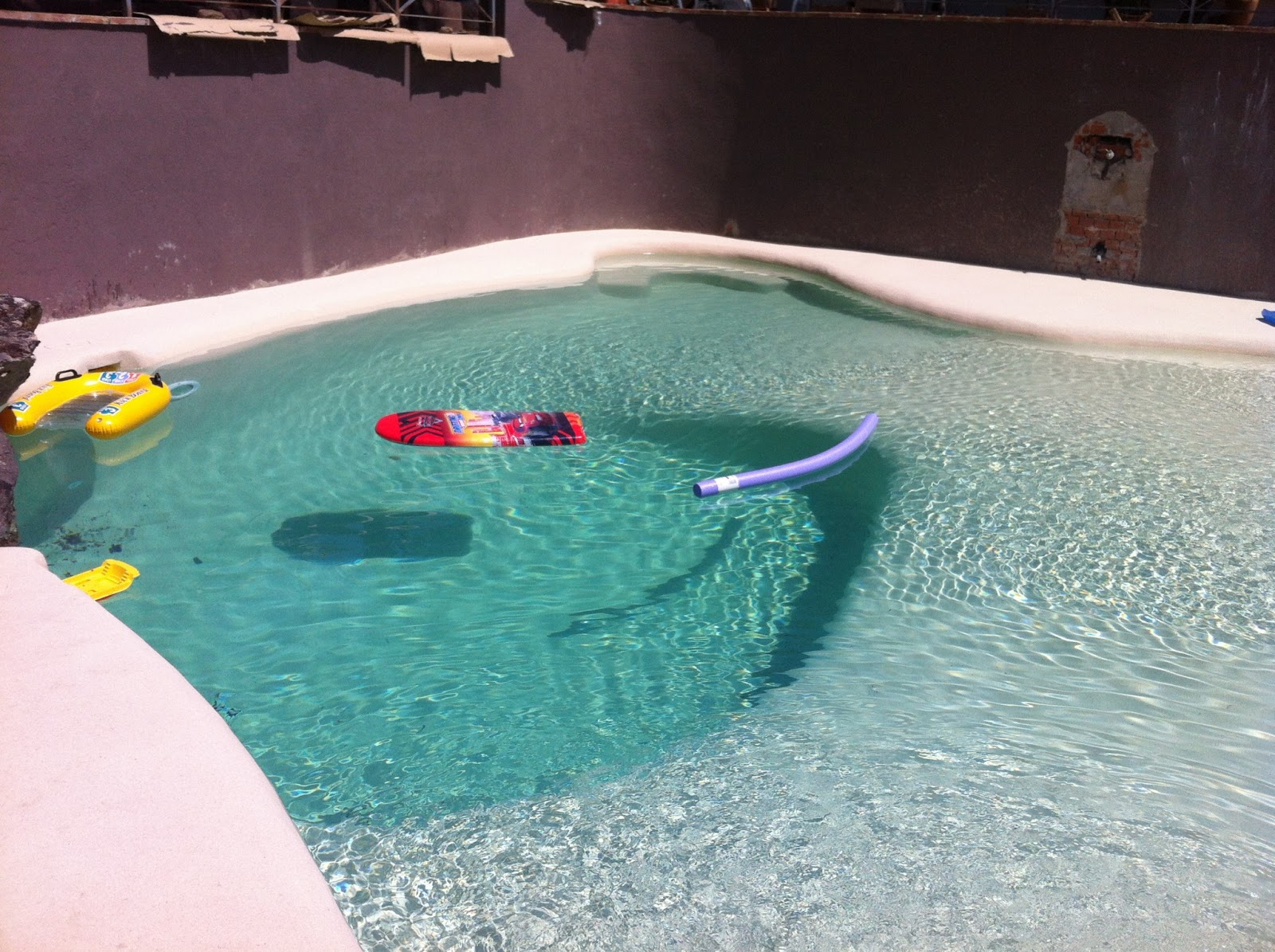 Reformas hometrader construcci n de piscina de arena - Piscina de arena ...