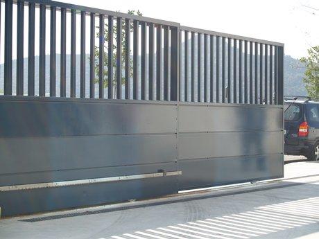 Portones autom ticos lq portones corredizos for Garajes automaticos