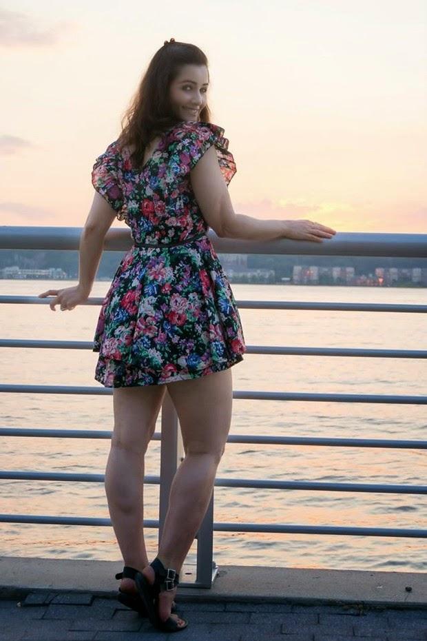Nana Gouvêa sensualiza de vestidinho em Nova York