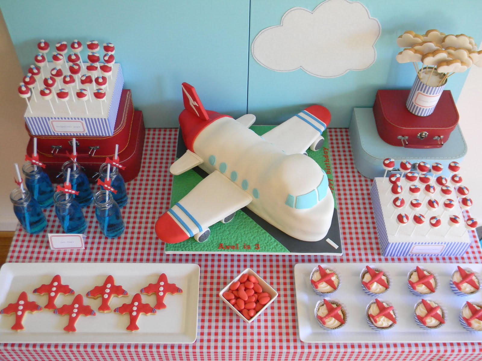 Just call me martha axel 39 s airplane birthday cake for Airplane party decoration