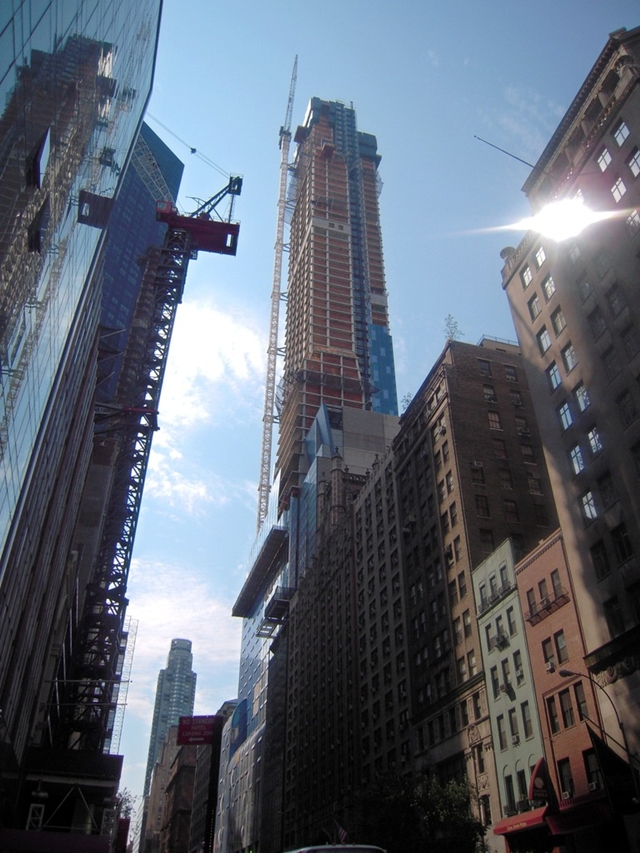 Construction picture of One 57 by Christian de Portzamparc taken from the street