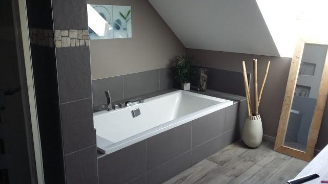salle de bain zen nature moderne design taupe galet niche intégré spot