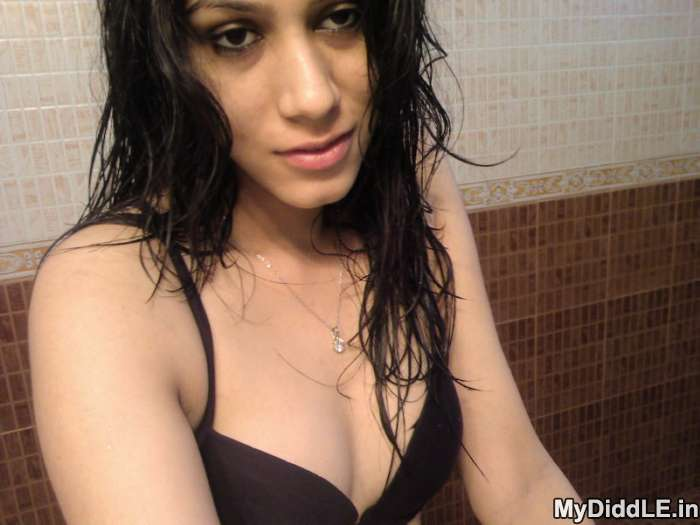 Very Sexy Delhi College Girl indianudesi.com