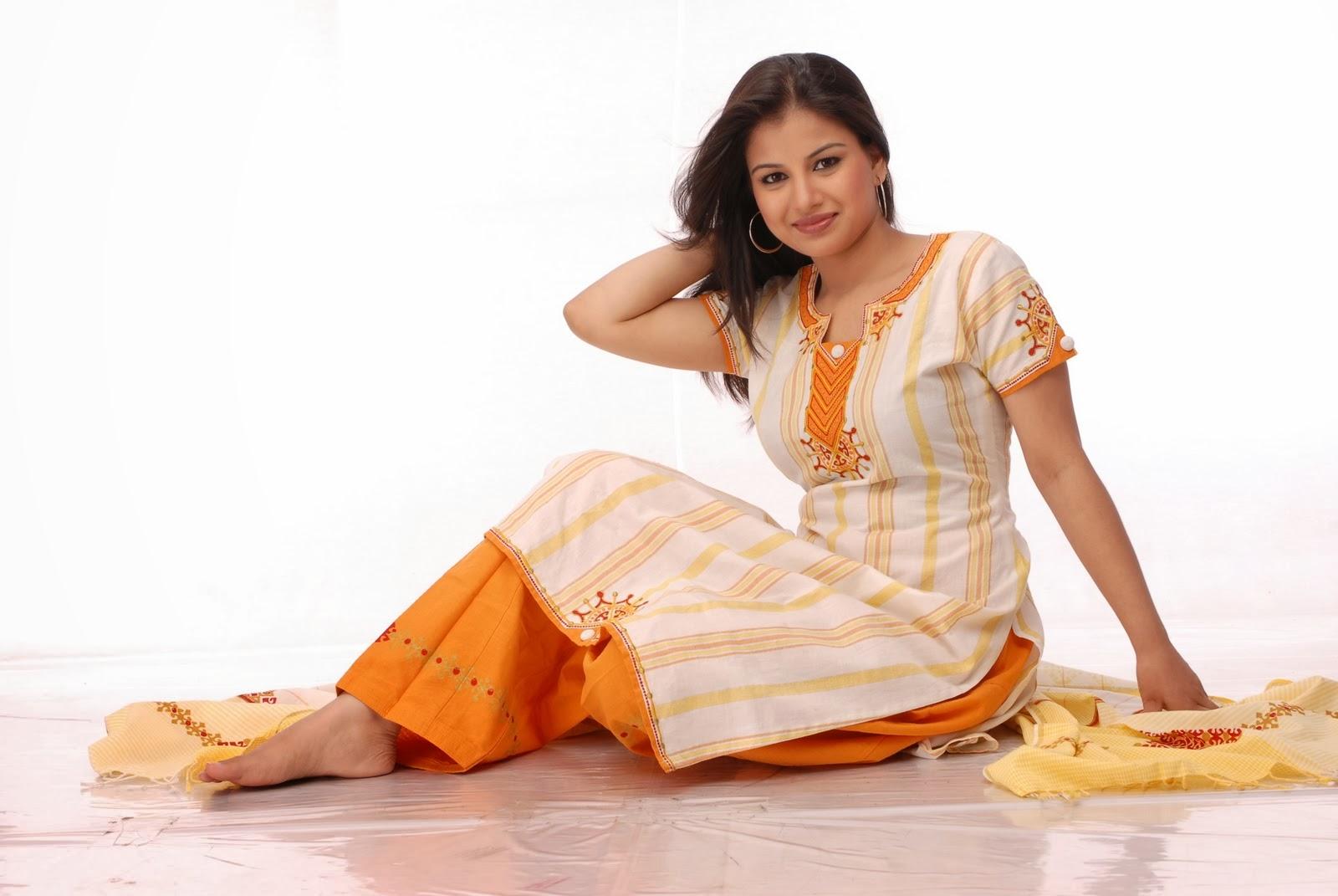 Bangladeshi+Model+and+Actress+Farhana+Nisho009