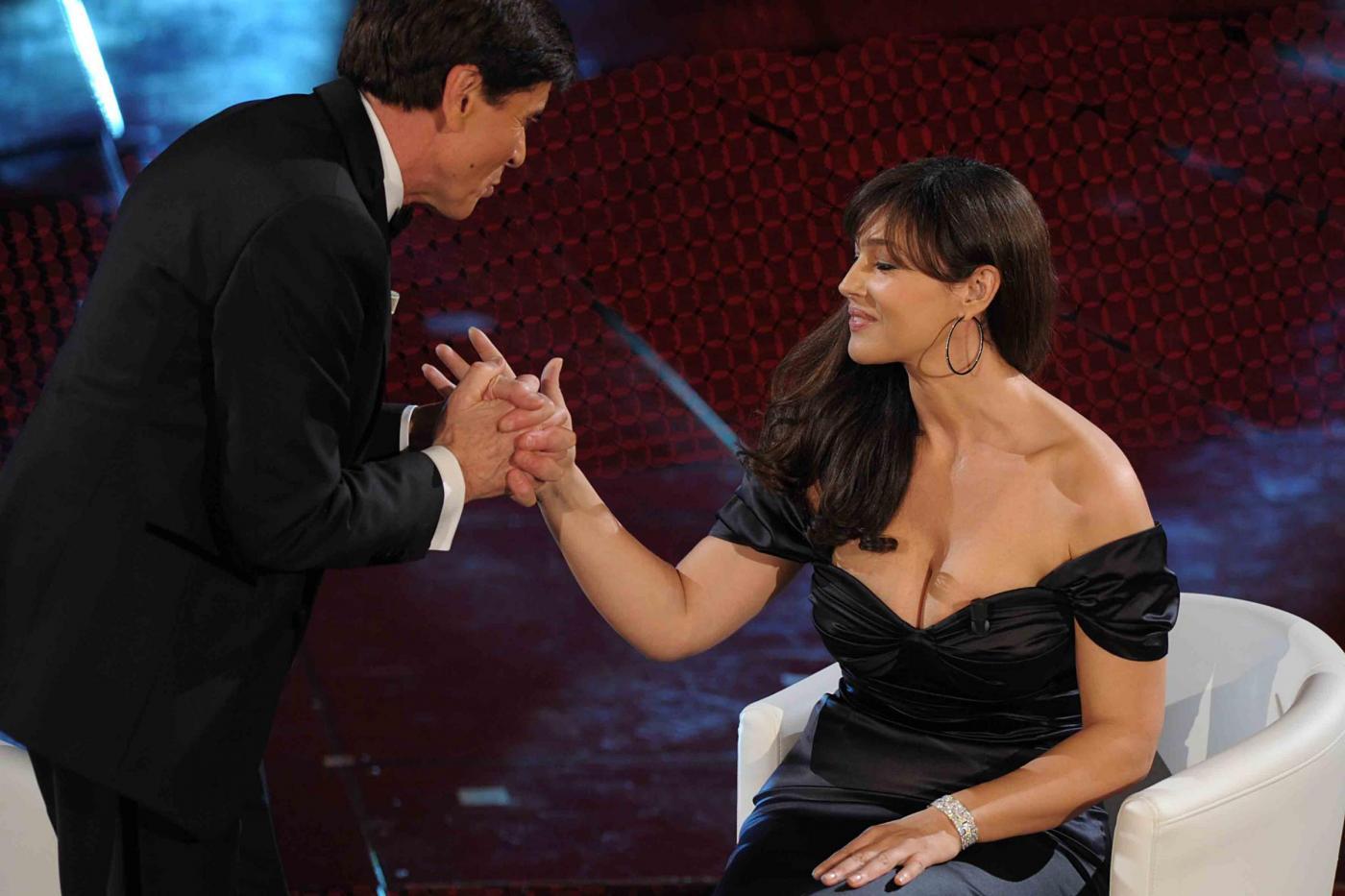 http://4.bp.blogspot.com/-aLOsvIQLOZ0/TV-TKjhgJQI/AAAAAAAABFA/7AVxb7Lzi_E/s1600/Bellucci+a+Sanremo.jpg