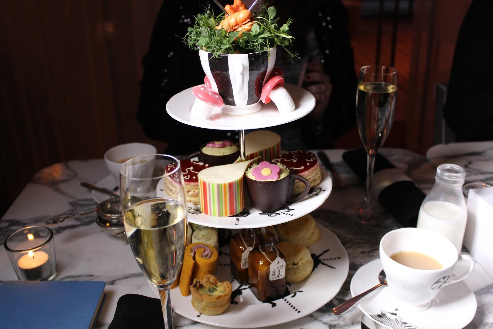 http://4.bp.blogspot.com/-aLltEl5mU_c/UMtrAS5ojTI/AAAAAAAAIk8/A86mkjAjSgc/s1600/The-Sanderson-Mad-Hatters-Tea-Party-7.JPG