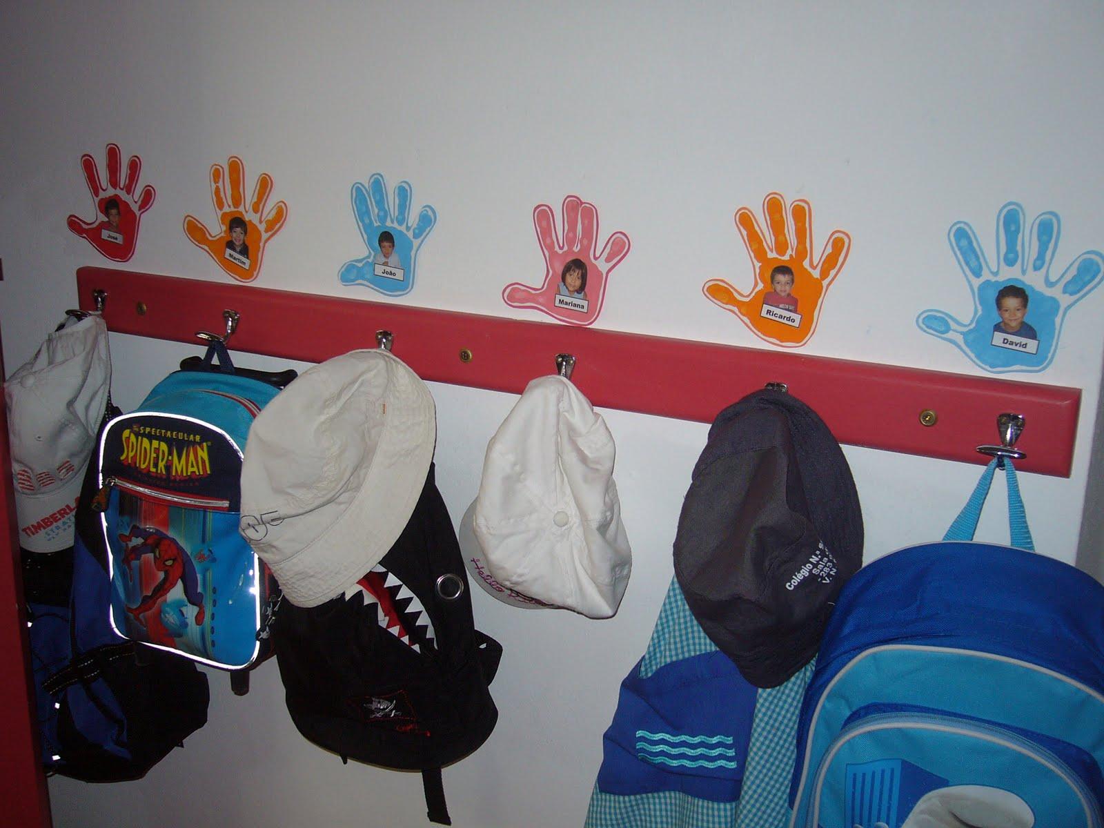 ideias para trabalhar no jardim de infancia:assim já sabemos onde guardar as nossas mochilinhas! :)