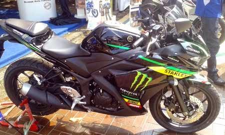 Gambar Yamaha R25 MotoGP Monster Tech 3