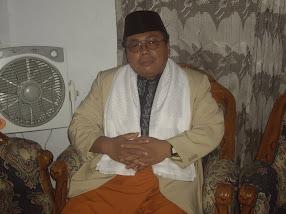 Pengasuh yayasan Al-Mukhlishin